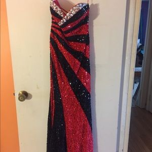 Black and red fitted prom dress